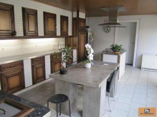 ++VENDU++VENDU++Maison très spacieuse et solide sur une parcelle de terrain de 5a87ca avec un atelier/dépôt de 87m² à