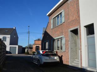 Op te frissen halfopen bebouwing met een leuk interieur en 2 terrassen op een boogscheut van Leuven en invalswegen.  Openbaar vervoer, winkels en scho