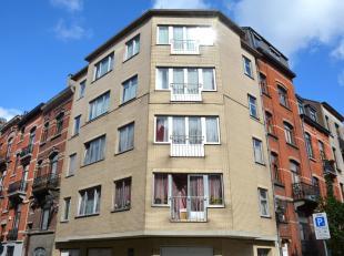 Aangenaam en instapklaar appartement met2 groteslaapkamers op dederde verdieping met lift van een kleine en goed beheerde residentie. Dit mooi apparte