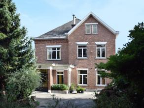 Ruim prestigieus landhuis op 25a25ca (vlotte toegankelijkheid via invalswegen, nabij centrum Ninove) Bestaande uit: Gelijkvloers: een grote inkomhal m