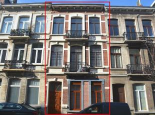 Prachtige, ruime opbrengstwoning bestaande uit 3 vergunde appartementen. Dit stijlvol herenhuis is gelegen op een toplocatie in Sint-Gillis nabij het