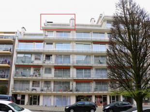 Prachtige lichtrijke penthouse gelegen op de6de verdieping met lift vaneen goed onderhouden en beheerde residentie. Residentieel en centraal gelegenin