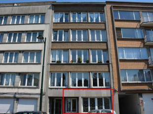 Instapklaar appartement met2 slaapkamers ophet gelijkvloersvan een kleine en goed beheerde residentie. Dit mooi appartement isgelegenop wandelafstand