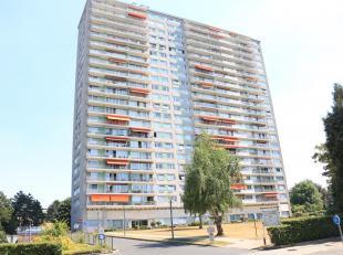 Appartement 87m² avec 2 chambres à Ganshoren.<br /> 12ième étage - avec ascenseur.<br /> Cet appartement compren