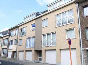 BOEK UW AFSPRAAK VIA WWW.PAJOTA.BE<br /> Duplex appartement met drie slaapkamers te Wemmel<br /> 2e verdieping zonder lift<br /> Het appartement besta