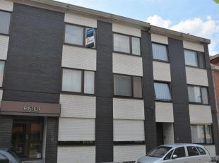 Un spacieux et très bel appartement avec une excellente luminosité. L'appartement est idéalement situé dans un quartier r&