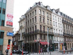Duplexappartement 76m²gelegen te centrum Brussel.<br /> 3e verdieping - lift aanwezig<br /> Dit appartement bestaat uit een inkomhal met wc en ve