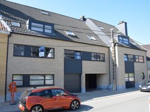 APPARTEMENT 85m² MET 2 SLAAPKAMERS1ste verdieping met trapInkomhal, living (30 m²) , open ingerichte keuken met ontbijthoek(12 m²), 1 s