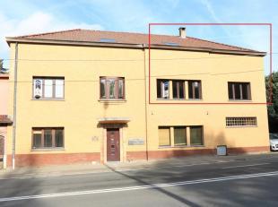 Ruim duplexappartement 175m² met 3 slaapkamers te Schepdaal1e verdieping - geen liftWoonkamer (43m²), ingerichte keuken met eethoek,wc, nach