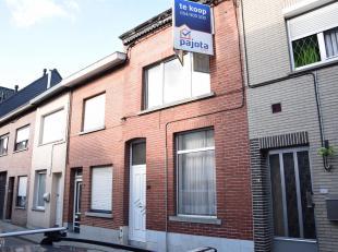 Volledig te renoveren woning met 4 slaapkamers op1a40<br /> (toegang tot woning via achterliggende voetweg, nabij invalswegen)<br /> Omvattende:<br />