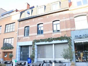 Ruim duplexappartement 109m² te centrum Dilbeek2e verd - met lift.2e verd: living met geïnst kkn en berging3e verd: nachthal, wasruimte, wc,