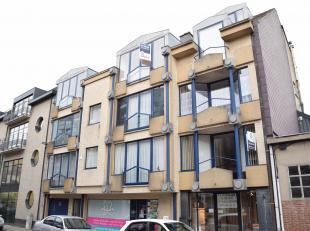 Ruim en gezellig, recent opgefriste duplex met 1 slaapkamer (69m²)<br /> (gelegen in hartje Ninove, 3de verdieping met lift)<br /> Dit appartemen