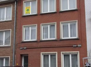 Appartement op de 2de verdieping met inkom, woonkamer, 1 slaapkamer, keuken, badkamer, wc, kelder en terras.<br /> Centrale ligging.