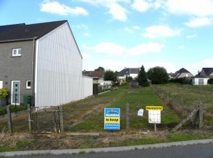 VALIMMAS verkoopt dit mooi gelegen perceel bouwgrond in een goedgekeurde verkaveling, bestemd voor een ruime ééngezinswoning in gesloten