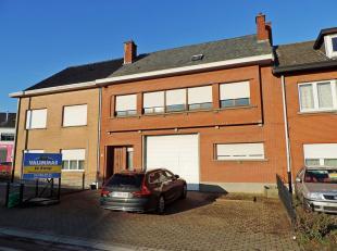 VALIMMAS verkoopt deze mooie en verzorgde bel-étagewoning met op het gelijkvloers (± 186m² + garageboxen achteraan) een grote garag