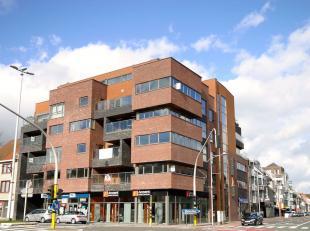 MB4 - Centraal gelegen nieuwbouwappartement van 220 m2 gelegen in een luxueuze residentie met uniek architecturaal concept. Wonen in het centrum zonde