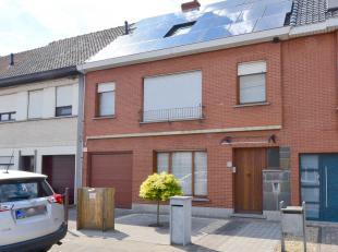 Goed gelegen woning in rustige omgeving nabij alle praktische infrastructuur van Zelzate.<br /> Deze volledig afgesloten woning is voorzien van zonnep
