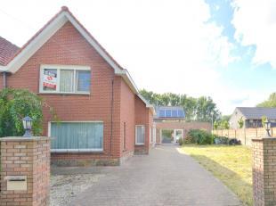 Deze gezellige driegevelwoning is gelegen op slechts 11km van Gent en in de onmiddellijke nabijheid van het openbaar vervoer en scholen. <br /> <br />