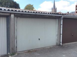 In het centrum van Eeklo bevindt zich deze ruime garagebox. <br /> <br /> Op zoek naar opslag voor uw spullen? Wens je je auto een deftig onderkomen t