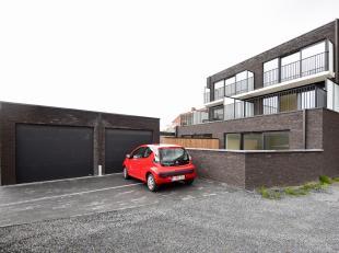 Dit ruime en lichtrijk nieuwbouwappartement ligt aan het centrum van Eeklo en op wandelafstand van winkels en scholen. <br /> Vlakbij de Colruyt en me
