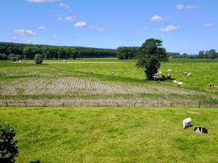 Perceel bouwgrond van meer dan 1000 m2 met prachtig open zicht op de achterliggende velden. Geschikt voor een unieke open bebouwing of (nagevraagd bij