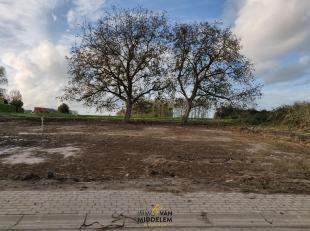Immo Van Middelem verkoopt deze prachtig gelegen bouwgrond van 4a74ca, geschikt voor een alleenstaande villa.<br /> Deze locatie biedt u het beste van