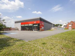 Grote en goed gelegen handelsruimte van 1000m² gelegen te Opwijk. Dit pand geeft mogelijkheid tot het exploiteren van een winkel of groothandel.