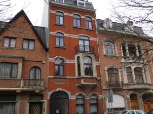 IMMO ALPHABITAT vend cet immeuble à appartements comprenant 5 appartements (avec ascenseur), située à 800 m de la place du Miroir