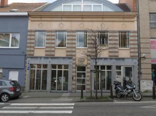 Immeuble de bureaux au coeur du quartier le plus prospère de la commune d'Auderghem. Immeuble avec pièceslumineuses et aér&