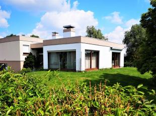 Immo Alphabitat verkoopt te Steenweg 156, 1745 Opwijk (Mazenzele) deze goed onderhouden karaktervolle alleenstaande woning met een praktijkruimte /kan
