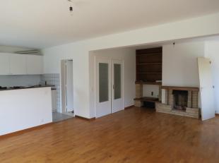 Immo Alphabitat loue cet appartement 3 chambres avec cave et garage à Rue Verte 43 à 1950 KRAAINEM. Appartement au 1er étage d'un