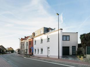 Deze instapklare woning heeft een bewoonbare oppervlakte van 232m² en bestaat uit een woning + een praktijkruimte of extra slaapkamer/bureau met