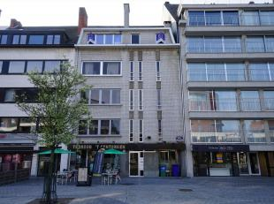 Zeer goed gelegen appartement van 80m² in het centrum van Ninove. Bovenste verdieping, lift aanwezig. Indeling: inkomhal, woonkamer (23 m²),