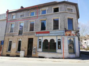 Ruim appartement van 98m² met 2 slaapkamers in het centrum van Halle. Winkels, scholen en openbaar vervoer vlakbij. Dit appartement is gelegen op