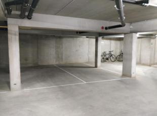 Ondergrondse autostaanplaats, bereikbaar via automatische garagepoort. Droge, vorstvrije ruimte.<br /> Onmiddellijk beschikbaar.