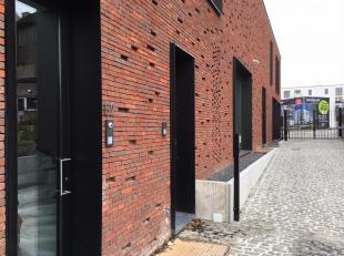 Combineer de voordelen van een appartement en een huis in deze schitterende nieuwbouwwoning van 182,3 m² met ruim terras.<br /> Indeling: op het