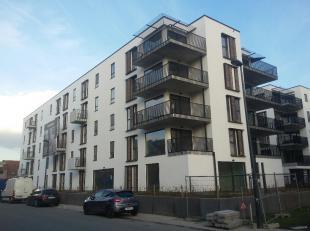Appartement van 140 m² met drie slaapkamers, op de derde verdieping (lift aanwezig) van een recent gebouw. Indeling; inkomhal, leefruimte met eet