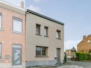 Ruime, energiezuinige gezinswoning te koop. Deze woning omvat: kelderverdieping: ruime kelder (44 m²); gelijkvloers: inkomhal, grote woonkamer me