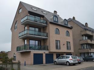 Gelijkvloersappartement van 90m² gelegen in rustige, residentiële wijk nabij station van Halle, winkels, scholen en openbaar vervoer. Indeli