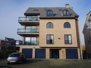 OPTIE   -   Goed onderhouden appartement op de eerste verdieping in kleinschalig gebouw. Bewoonbare oppervlakte: 126m². Volledig gerenoveerd in 2