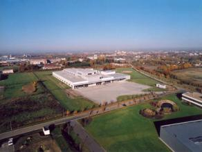 Logistiek magazijn te huur in Ekkelgaarden, Hasselt. Dit industriepark bevindt zich vlakbij de E313 autosnelweg. De magazijnruimte kan op drie niveau'