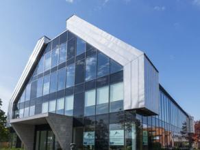 550 m2 duplex kantoorruimte te huur in stijlvol modern gebouw op de Gouverneur Roppesingel in Hasselt. Dit gebouw geniet van een uitstekende visibilit