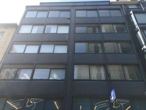 Kantoorgebouw te koop in de Antwerpse diamantwijk: dichtbij het stadspark en slechts vijf minuten wandelen van het centraal station.