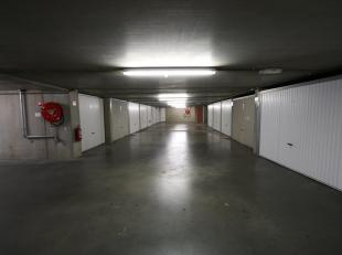 Ondergrondse afsluitbare ruime garagebox in het centrum van Blankenberge. De inrit bevindt zich in de Luikstraat t.h.v nr. 22. Vanuit de kelderverdiep