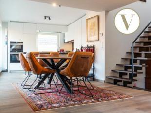 Dit fantastische appartement staat te koop in de Burgstraat te Gent. Enkele troeven die direct in het oog springen zijn de centrale ligging, het aange