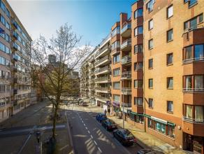 Ruim twee slaapkamer appartement in centrum Leuven met garagebox. Dit centraal gelegen appartement bevindt zich op de bovenste verdieping van Resident