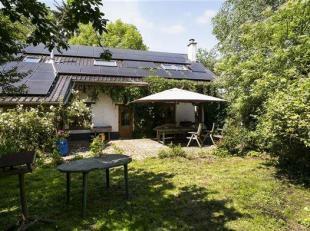 Deze charmante woning met oppervlakte van 228 m² en met een werkelijk unieke groene tuin op een perceel van + 28 are, is gelegen in een doodlopen