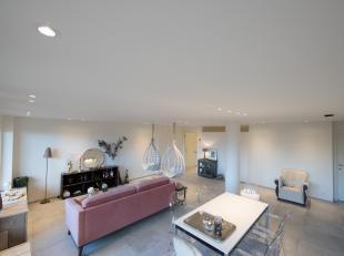 Recent gelijkvloers appartement - smaakvol ingericht met hoogwaardige materialen. Zuidgericht met ruim terras. <br /> Inkomhall met vestiaire. Twee sl