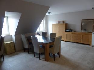 Duplex met twee slaapkamers in centrum Nieuwpoort. <br /> Ruime woonkamer met open ingerichte keuken, slaapkamer en bergplaats. Op de bovenverdieping