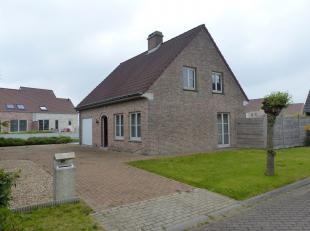 Vrijstaande woning in rustige buurt. De woning beschikt over 4 slaapkamers, ruime living, geïnstalleerde keuken, zeer ruime badkamer met bad, dub